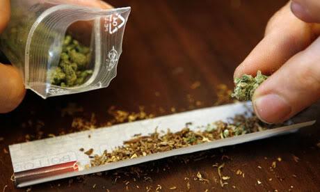 Menghisap Ganja Lebih Sehat daripada Rokok